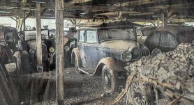 Millions of Eros worth of classic cars.  Forgotten in an old barn